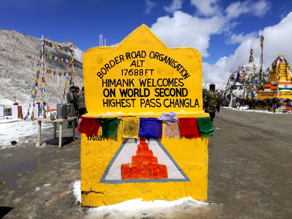 a_himalayas_monument_with_an_extreme_hights