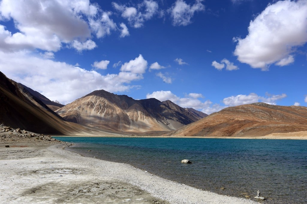 blue_watery_mountain_lake_in_the_himalayas