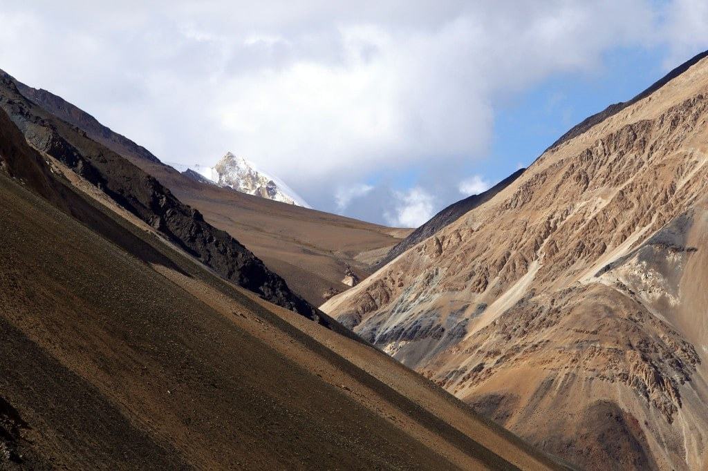 dangerous_mountain_roads_in_a_high_parts_of_the_himalayas