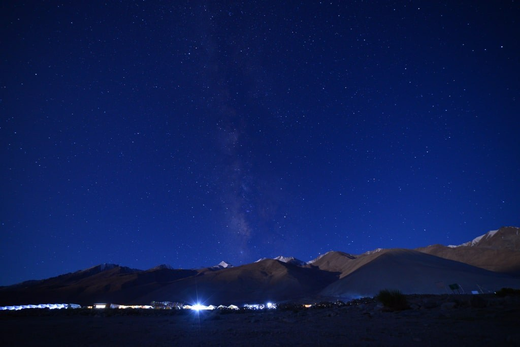 night_sky_with_milions_stars_pangong_region_in_india
