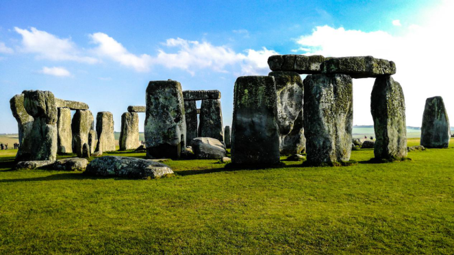 Stonehenge face to face