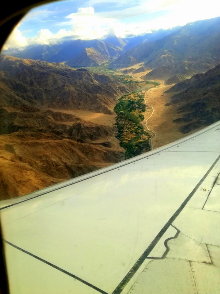 plane_view_at_the_top_of_highest_mountains