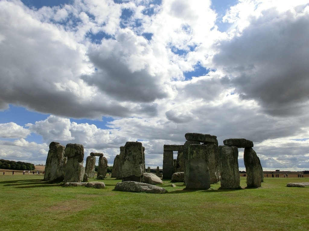 Stonehenge - a brief look at the huge rocks on a cloudy day