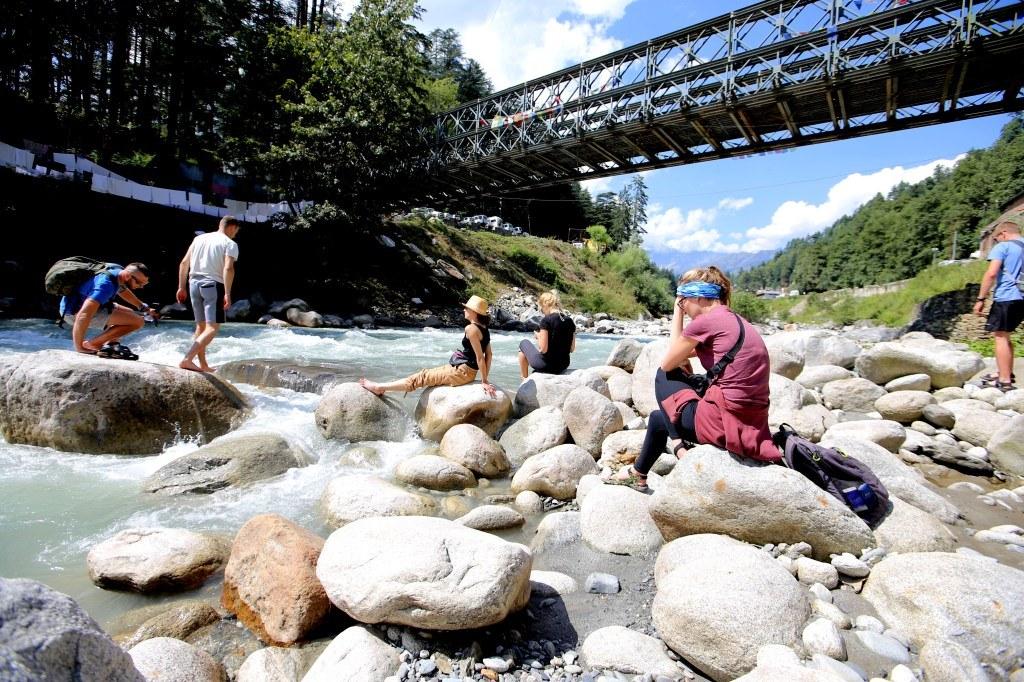 a_group_of_friends_enjoying_a_mountain_river_bank