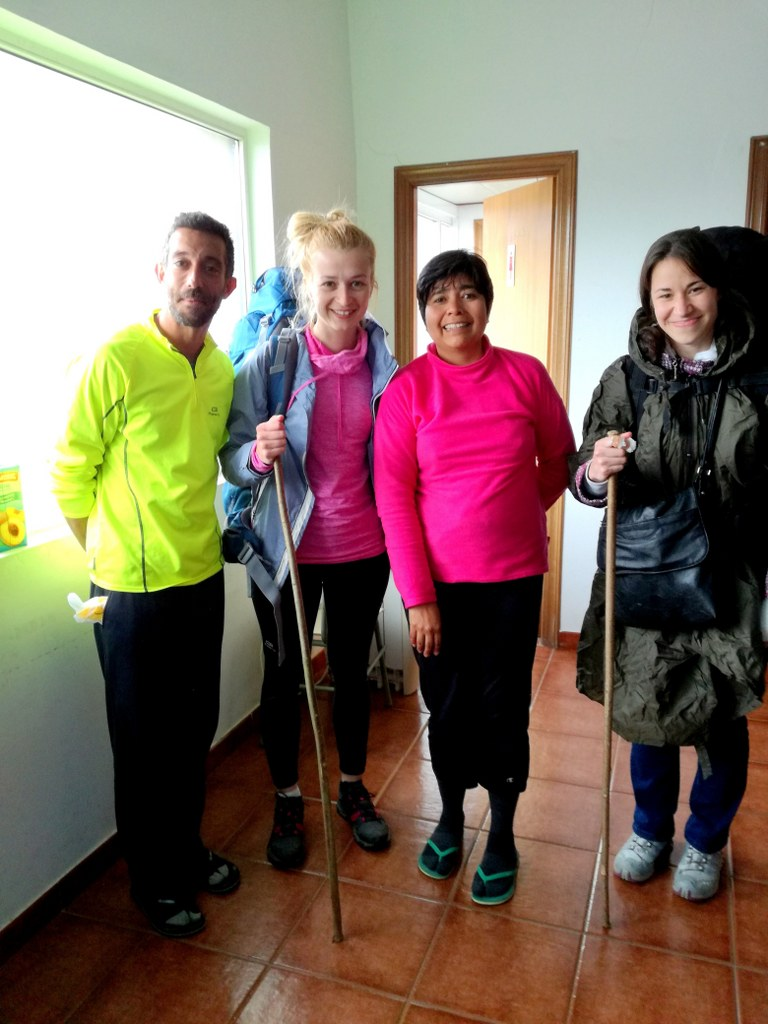 a_groupd_of_international_tourists_on_camino_primitivo_in_spain