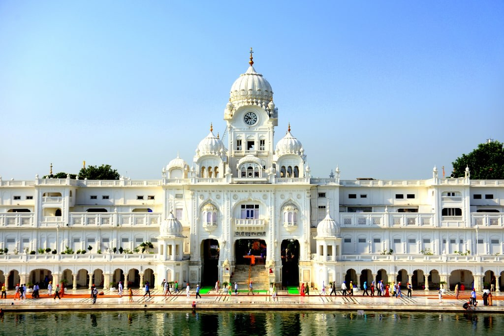 a_white_temple_in_amritsar