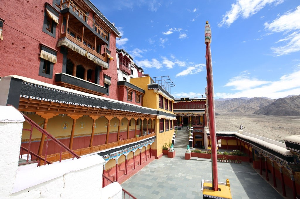 deserted_courtyard_of_a_himalayan_buddhist_monks_monastery