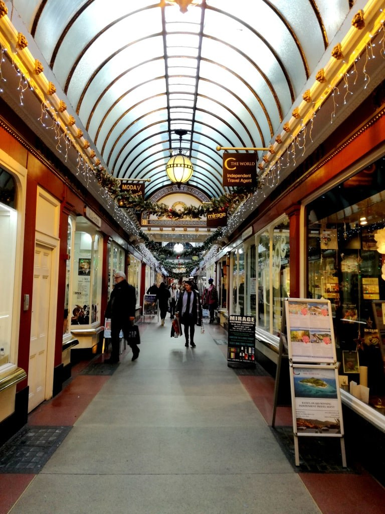 indoor_street_in_a_shoping_mall