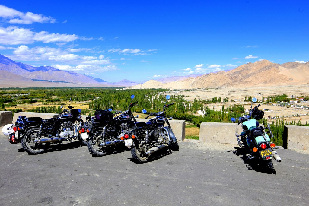 motorbikes_standing_at_the_top_of_himalayan_hill