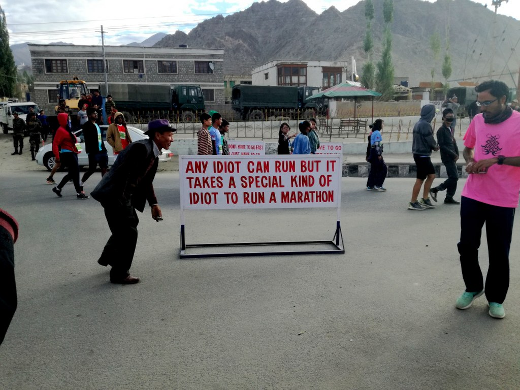 powerful_slogan_supporting_the_highest_world_marathon_in_the_himalayas