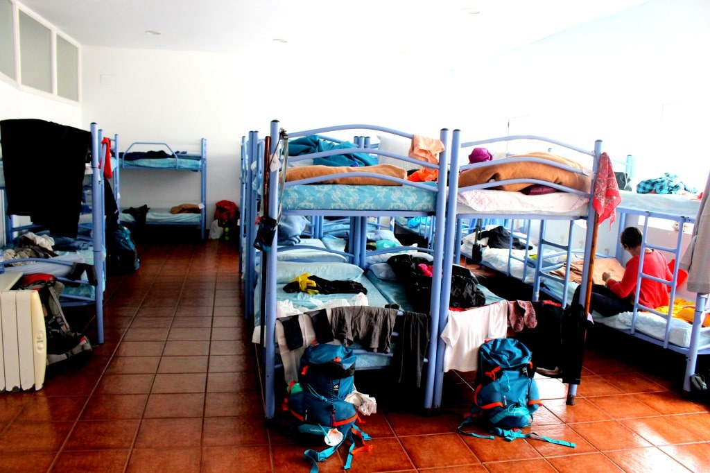 room_filled_with_bunk_beds