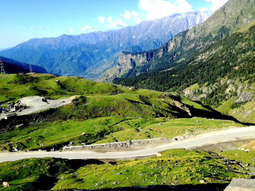 view_from_a_car_to_green_himalayas_valleys_and_mountains