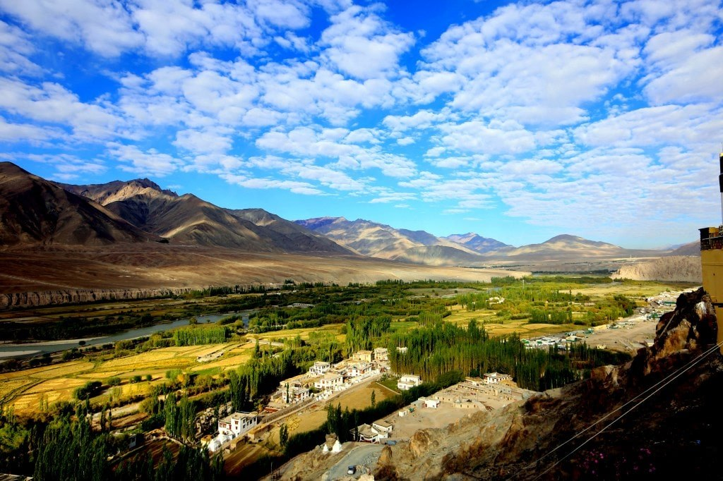 wide_opened_view_to_himalayan_valleys