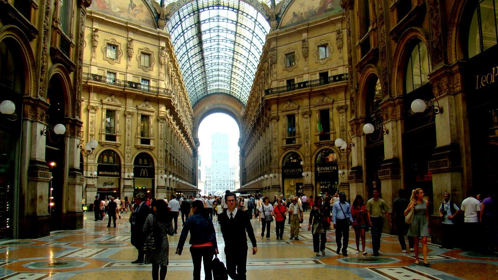 a_famous_shopping_Centre_in_milan_with_very_elegant_shops