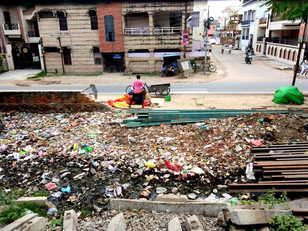 indian_river_filled_wtih_plastic_rubbish