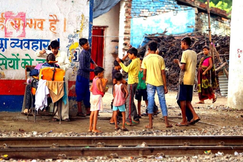 kids_playing_near_to_a_railway