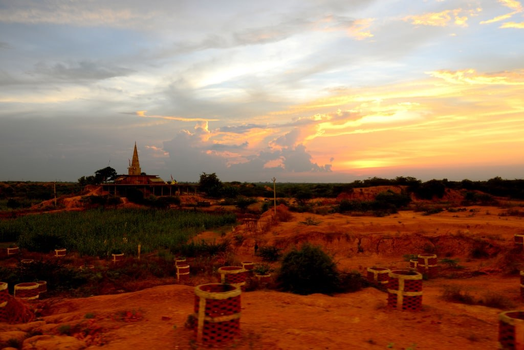 orange_landscape_in_the_light_of_sunset
