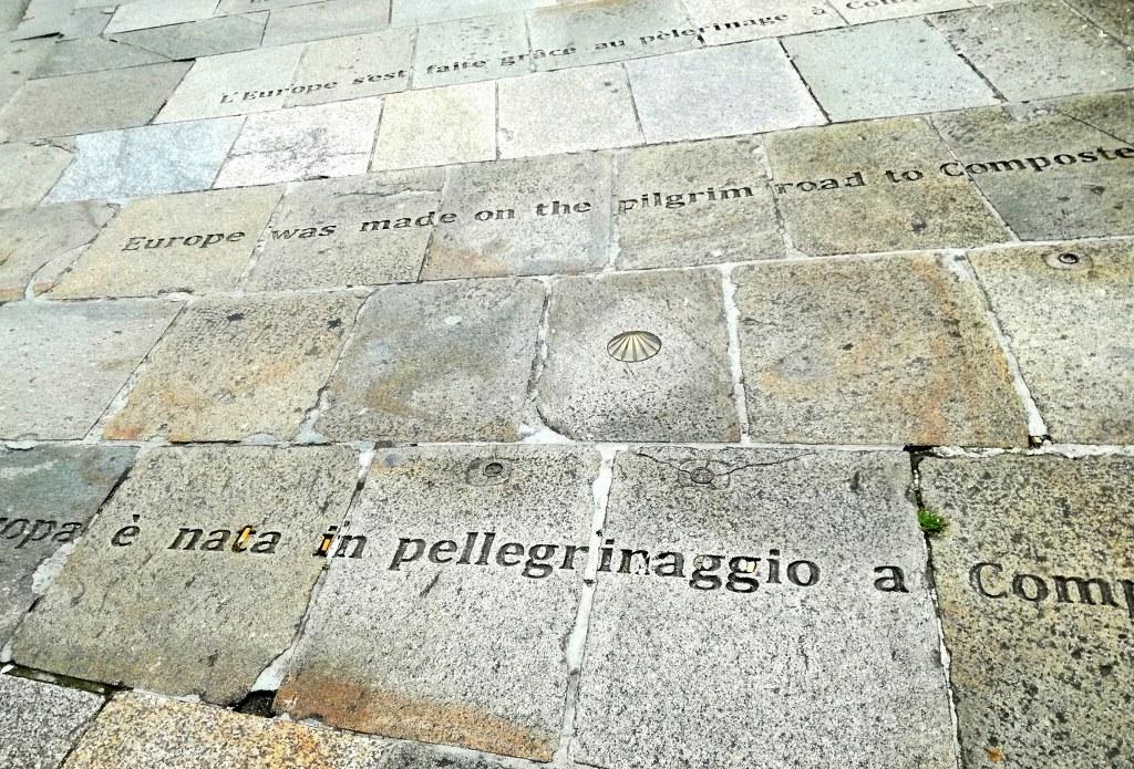 pelgrim_sentences_graved_on_a_pavement