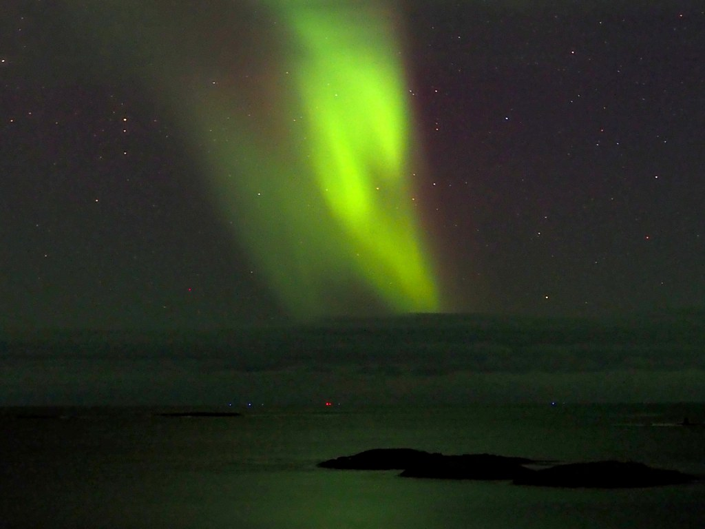 green_amazing_northern_light_in_tromso