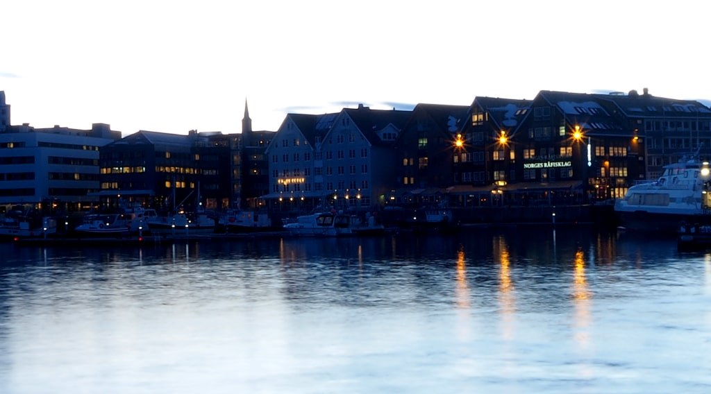 seaside_in_norway_with_night_lights