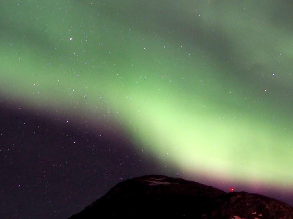 sky_burning_in_green_lights