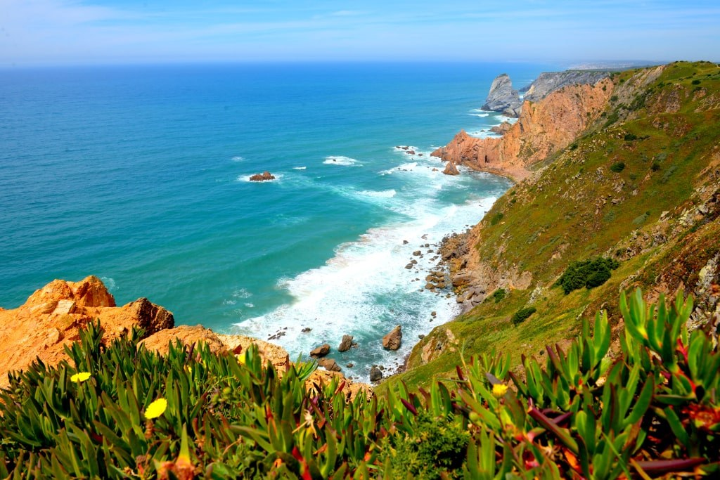 floral_coast_on_end_0f_land_in_portugal