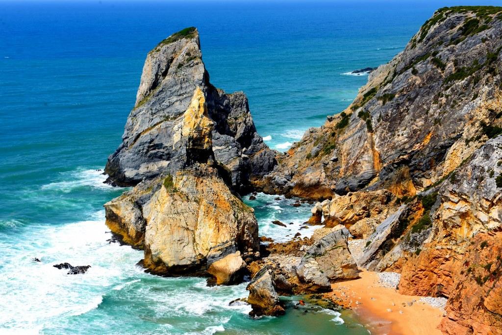 hogh_rocks_on_algarve_coast