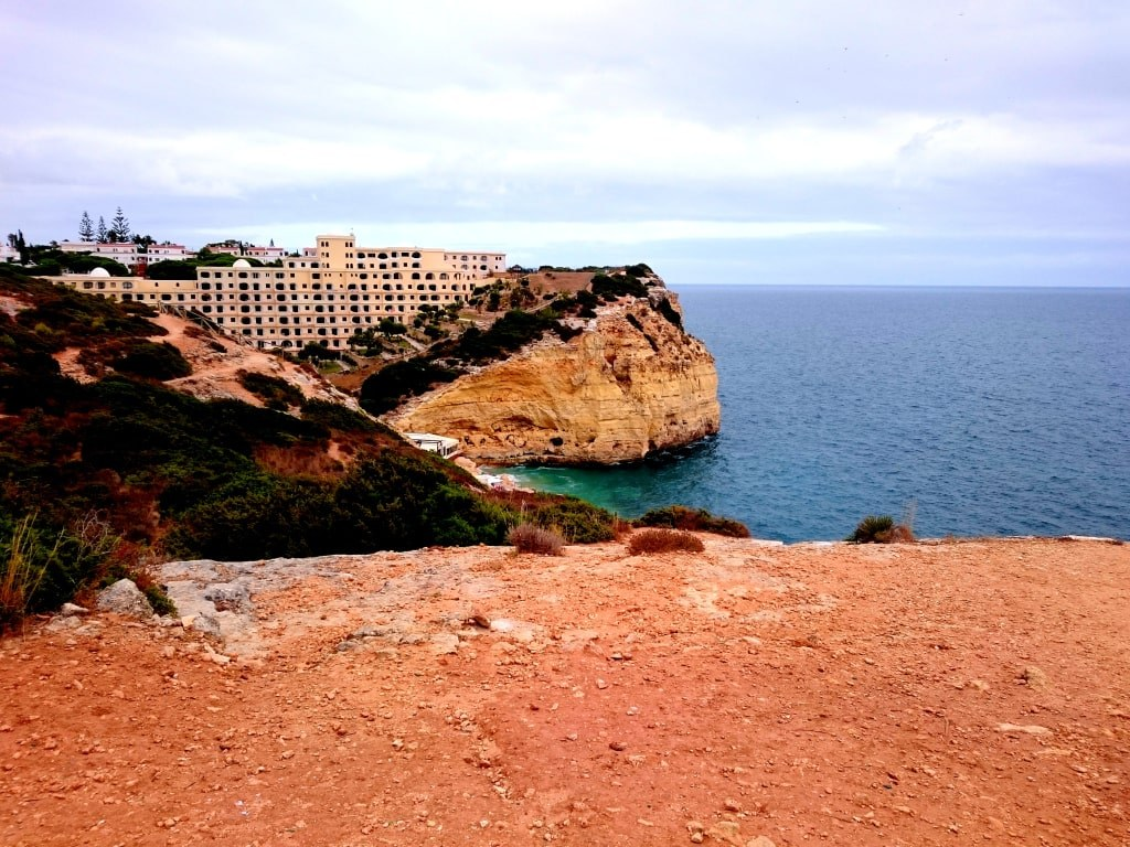 huge_hotel_on_a_portugal_coast