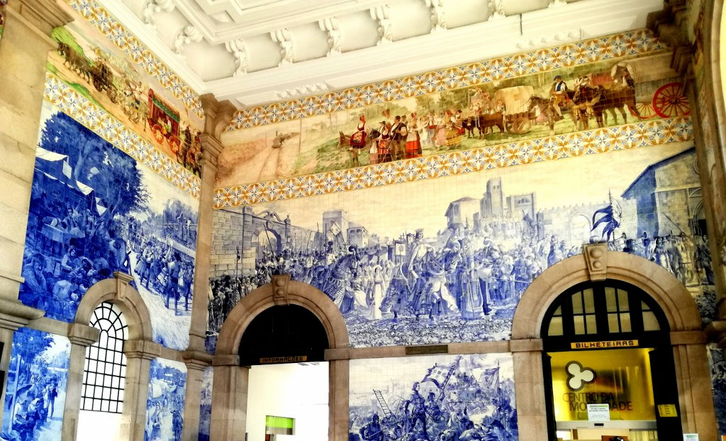 indoor_of_a_trainstation_in_porto_with_Walls_covered_with_blue_ornament_tiles