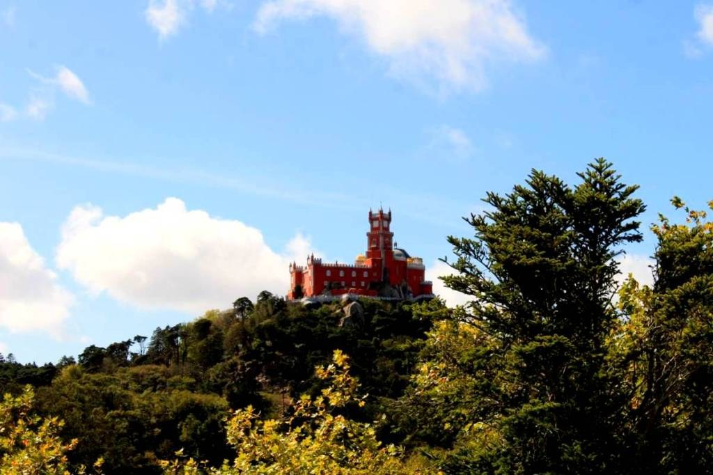 red_castle_in_sintra_portugal