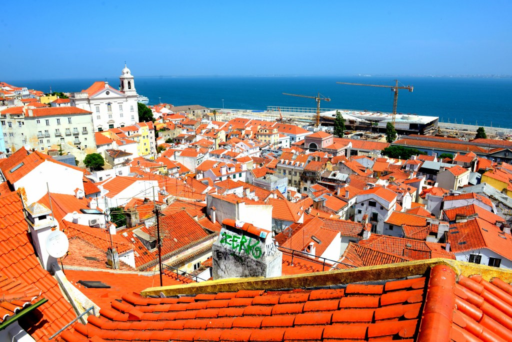 red_roofs_in_porto_in_portugal