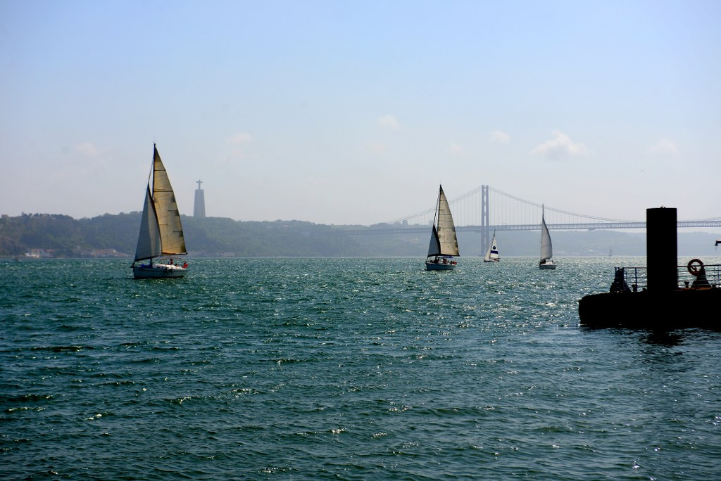 sailboats_sailing_on_the_water_under_the_lingest_bridge_in_the_world