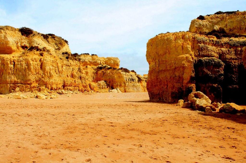 sandy_and_rocky_algarve_coast