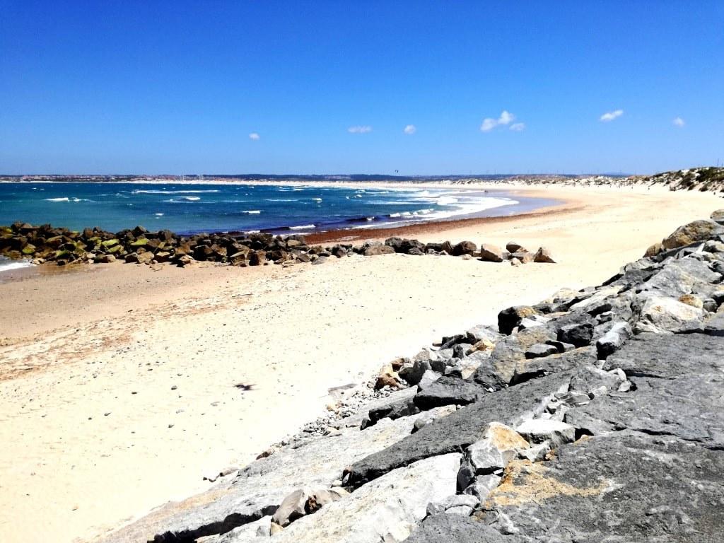 sandy_sunny_coast_in_peniche_in_portugal