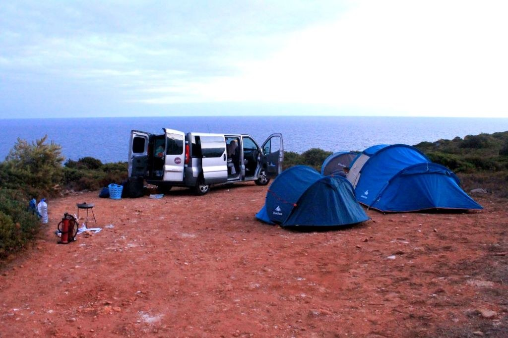 tents_on_one_of_highes_portugal_cliffs