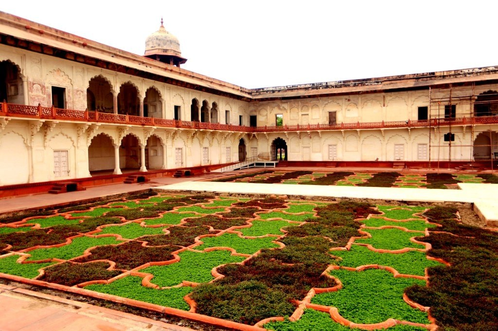 a_green_labirynth_in_agra_red_fort