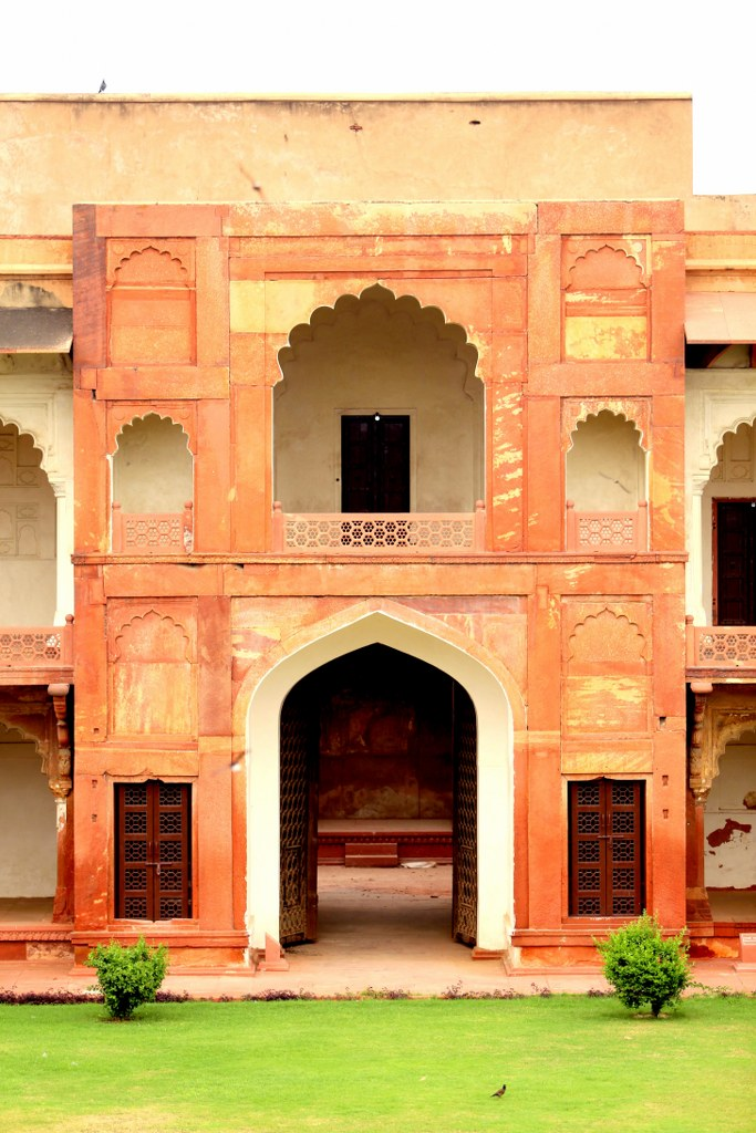 an_oriental_bulding_made_from_red_bricks