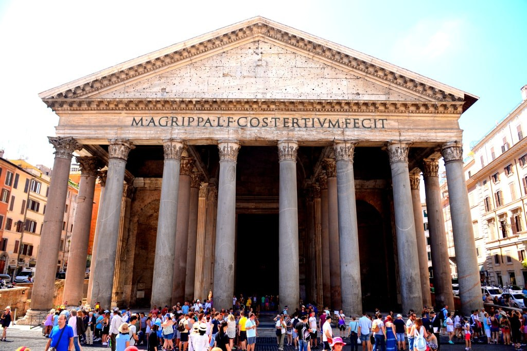 a_front_view_to_pantenon_one_of_the_most_famous_rome_churches