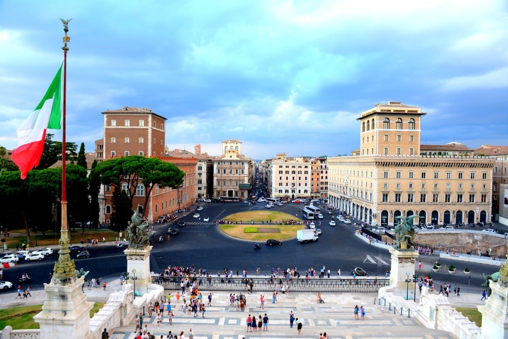 a_view_to_a_main_square_in_front_of_a_altar_of_europe_in_rome