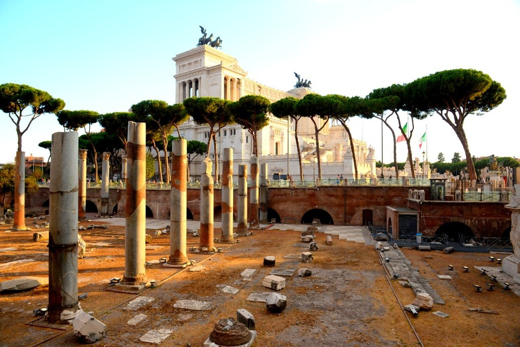 ancient_pieces_of_columns_in_rome