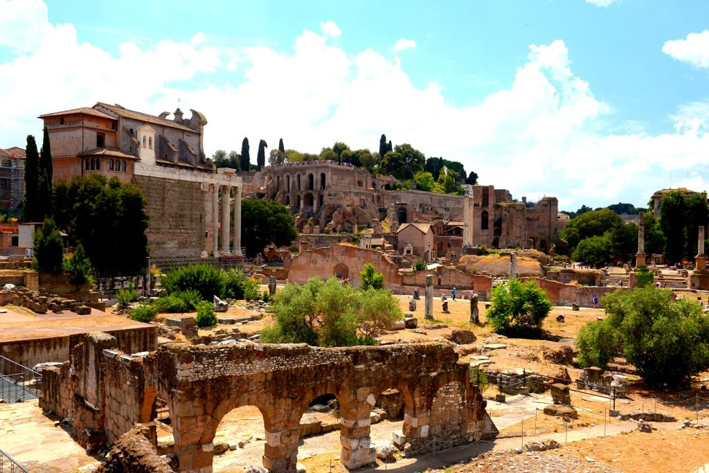 ancient_remaining_of_buldings_in_rome