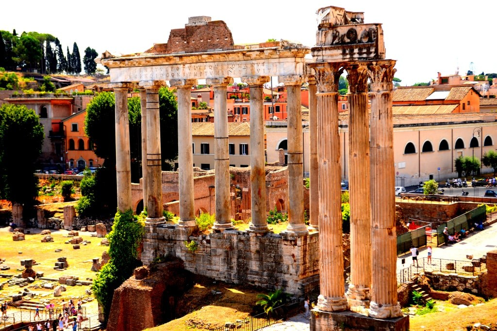 huge_ancient_columns_in_rome