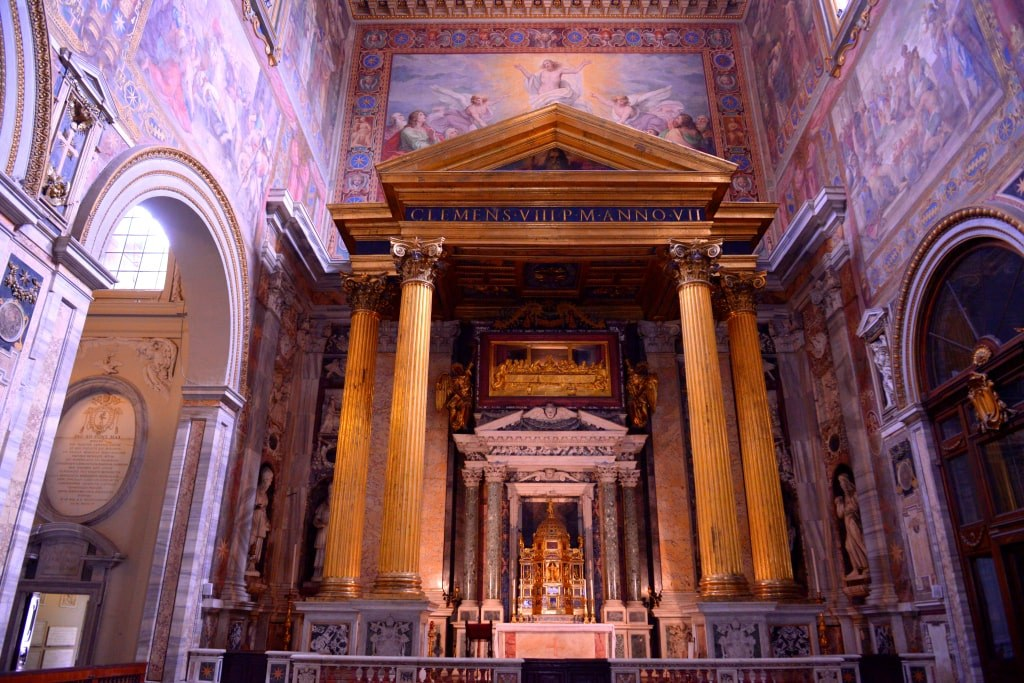 incredible_inside_of_a_church_in_rome