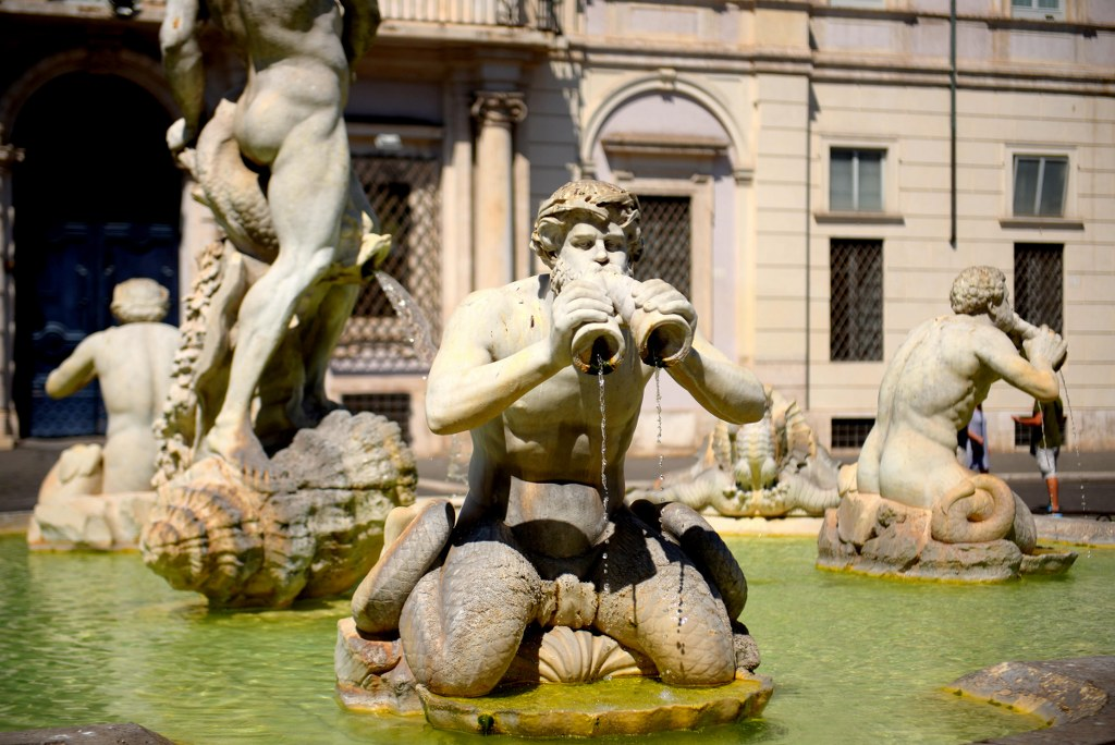 marble_sculptures_in_one_of_rome_fountains