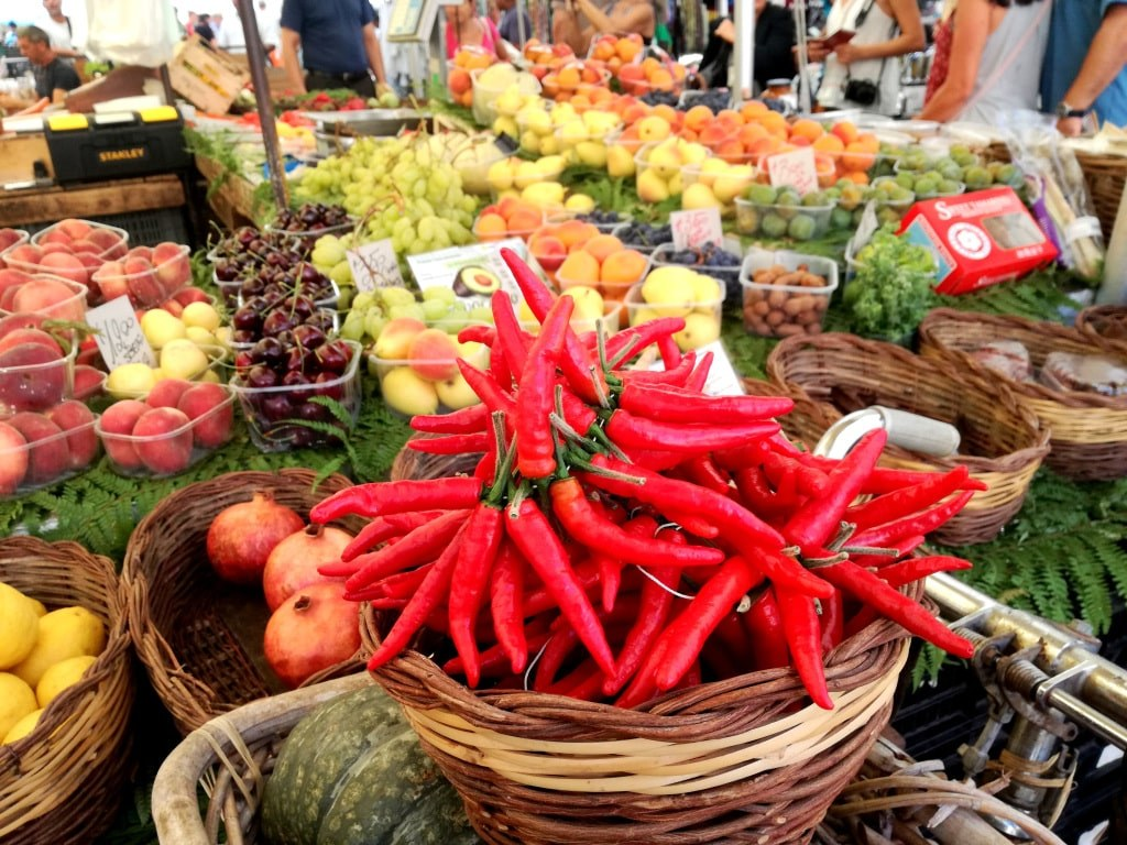 market_With_fresh_fruit_and_vegetable