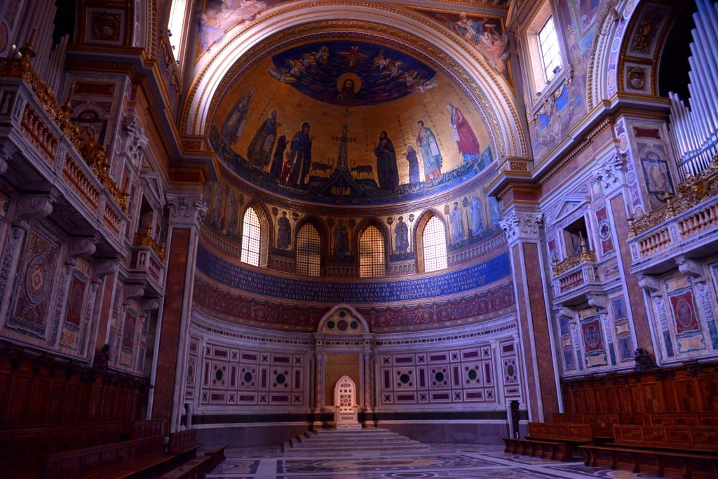 one_of_rome_churches_inside