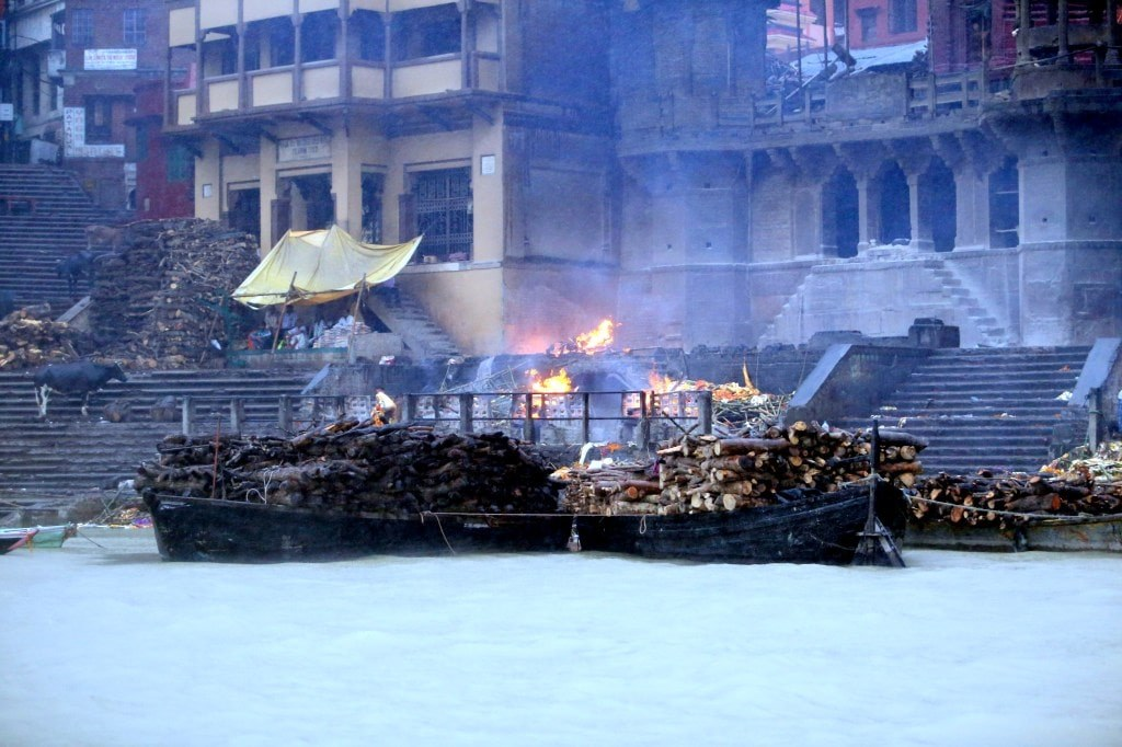 piles_of_wood_with_burning_bodies_on_the_river_side_of_ganges