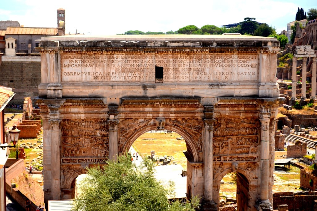 remnants_of_ancient_bouldings_in_rome