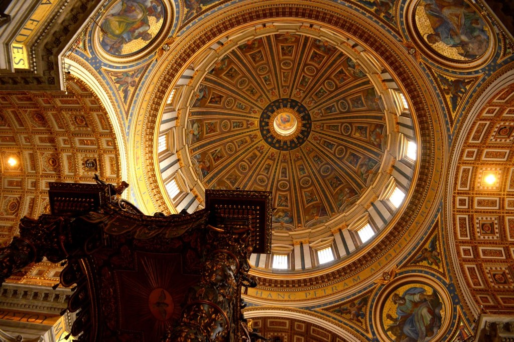 richly_decorated_inside_of_saint_peter_basilica_in_vatican