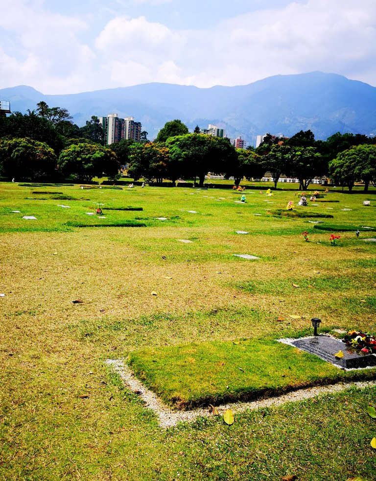 a_piece_of_medellin_cementary